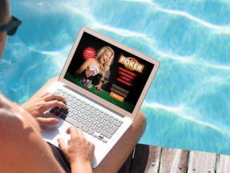 mann som spiller online poker