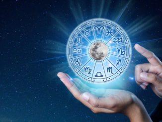 Hånd som holder en sirkel med alle stjernetegn