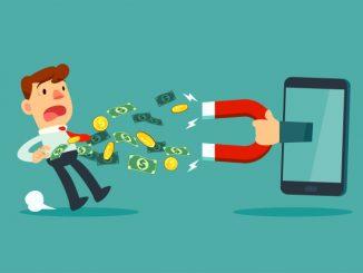 Hånd som holder stor magnet fra smarttelefonskjermen tiltrekker seg penger fra en forretningsmann